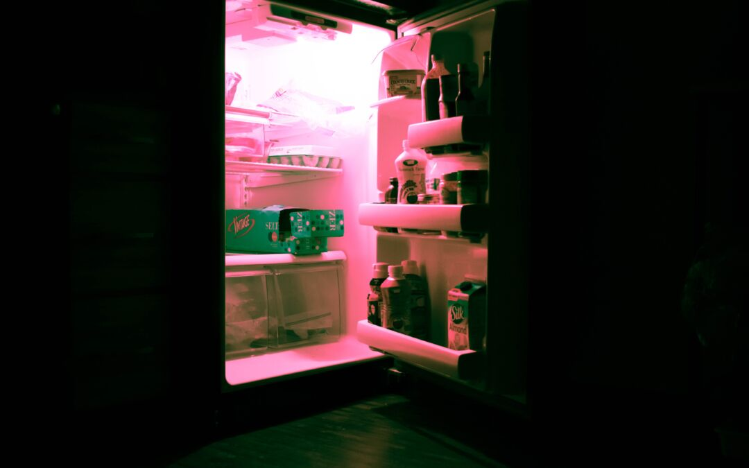 Can You Put Hot Food in Your Refrigerator?